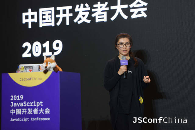 Wei on stage at JSConf China